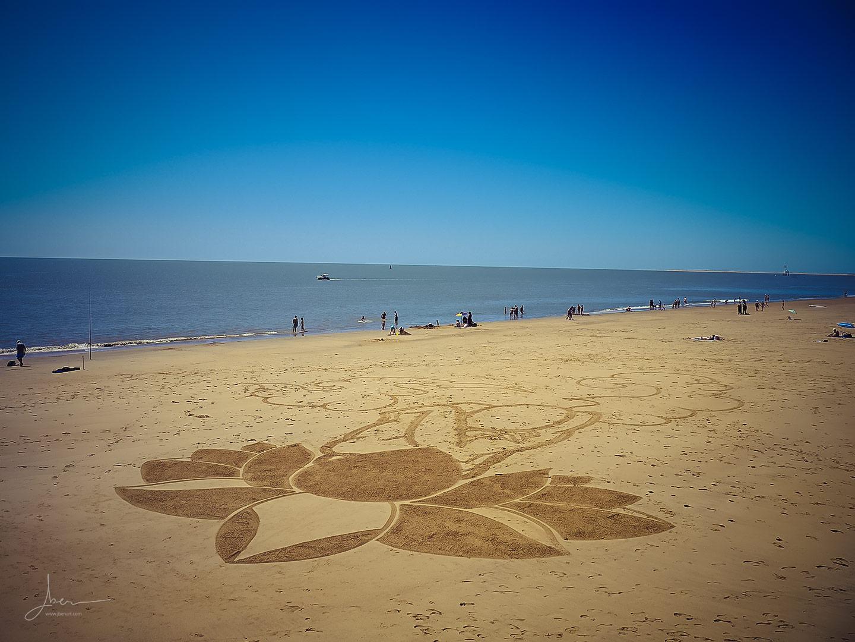Beach art le penseur