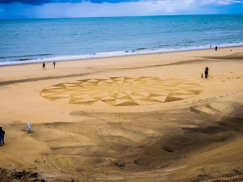 Beach art damier