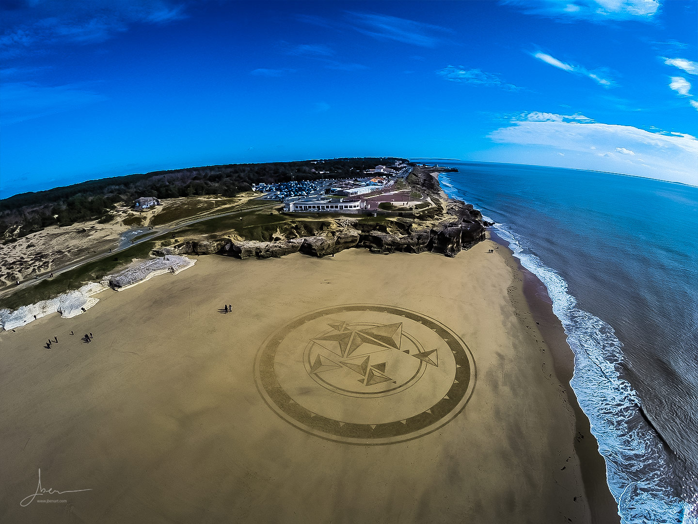 Beach art pyramides