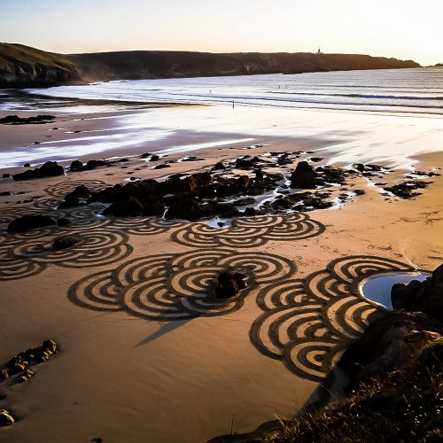 Beach art patterns on the rocks