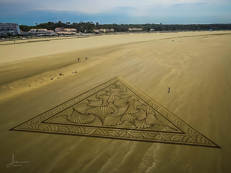 beach art triangle doodle