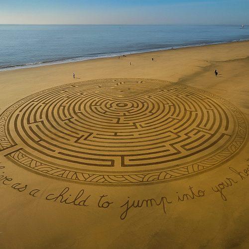 Beach art labyrinthe