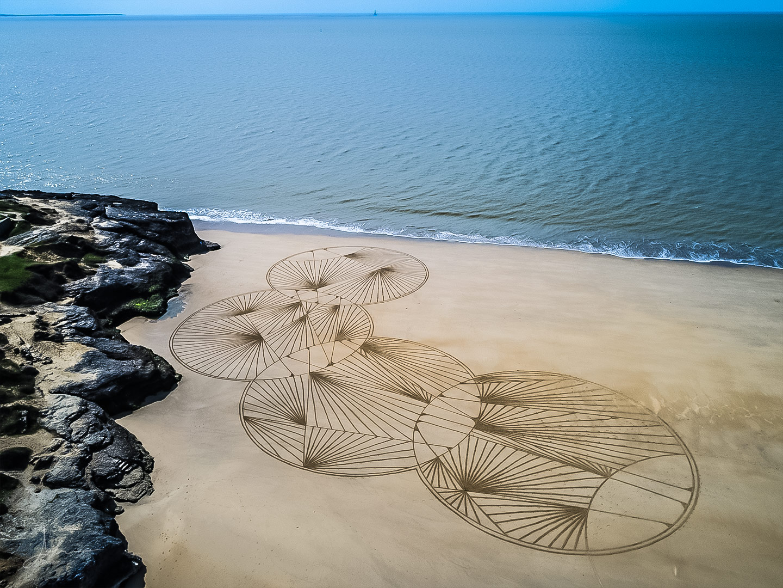 Beach art circles doodles