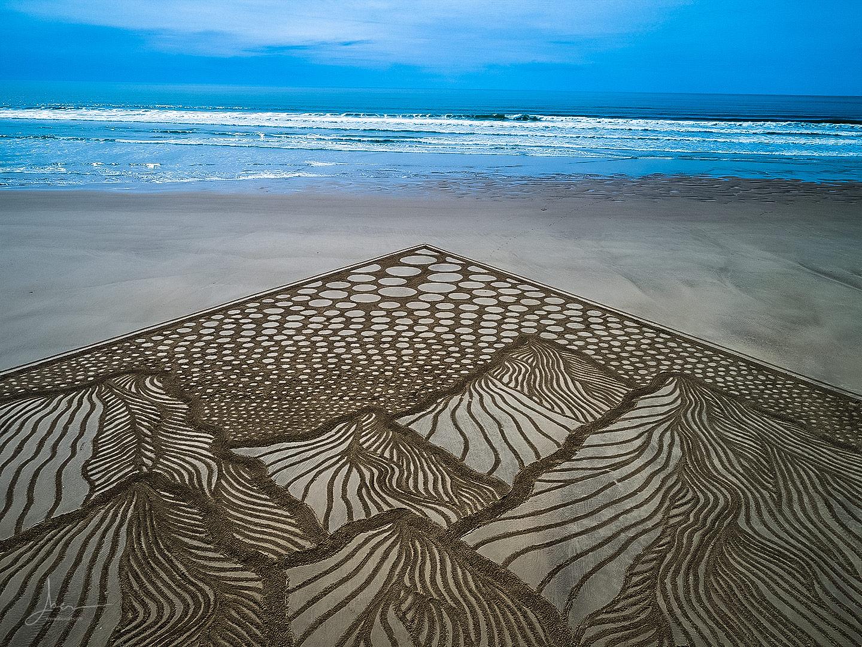 Beach art mountains