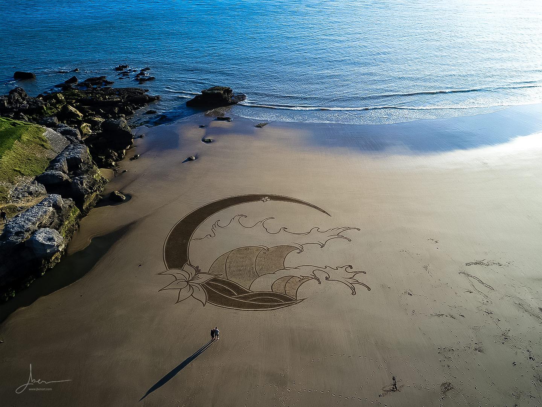 Beach art lunatic wave