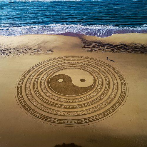 beach art Yin Yang