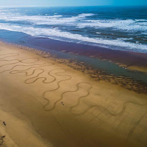 Beach art neverending lines