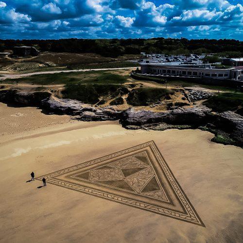 Beach art triangle archique