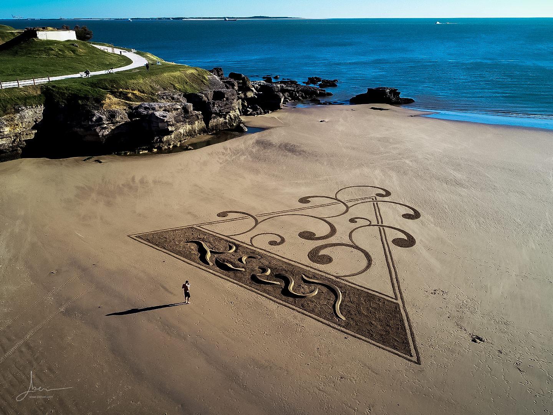 Beach art triangle et sculptures