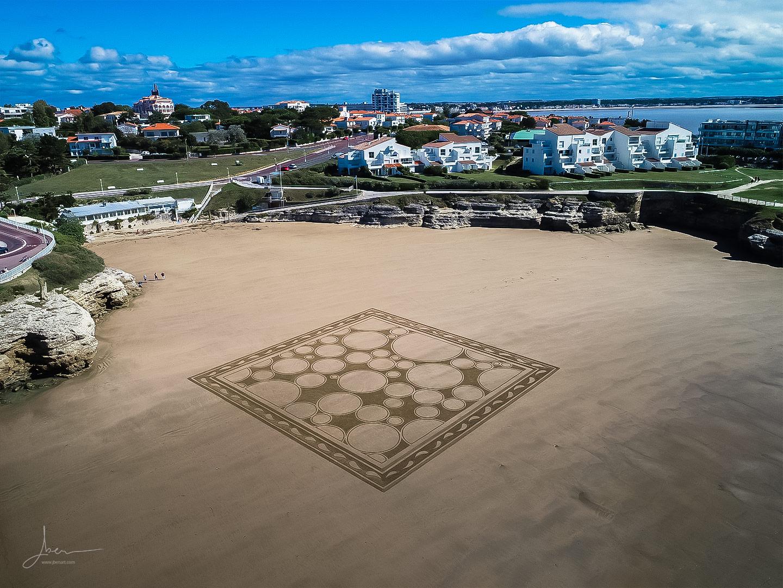 Beach art bulles and chips
